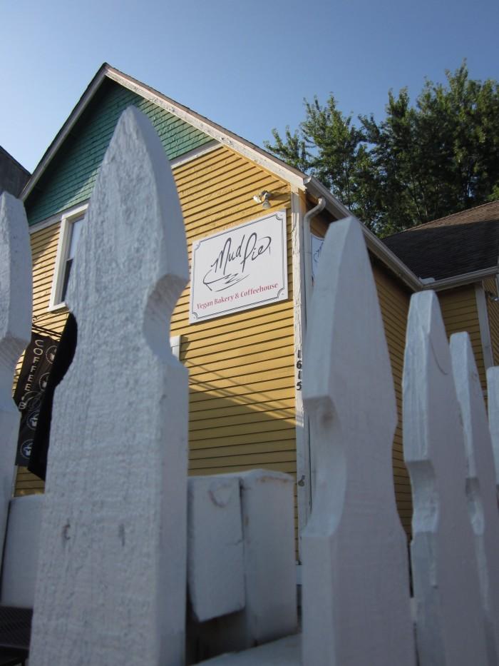 Exterior Mud Pie vegan bakery and white picket fence in Kansas City, Missouri.