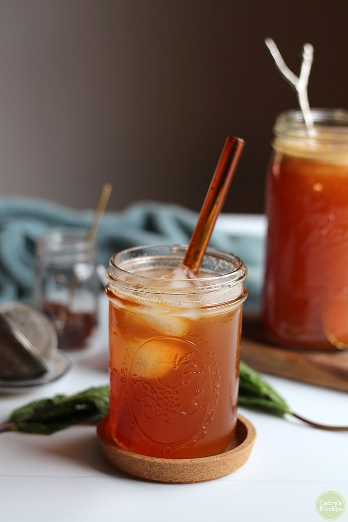 This peach rooibos tea is made with freshly juiced peaches & loose rooibos tea. Pour it over ice for a cool, refreshing drink that's not overly sweet. #peach #rooibos #tea #tisane #beverage #summer #drink #vegan #vegetarian