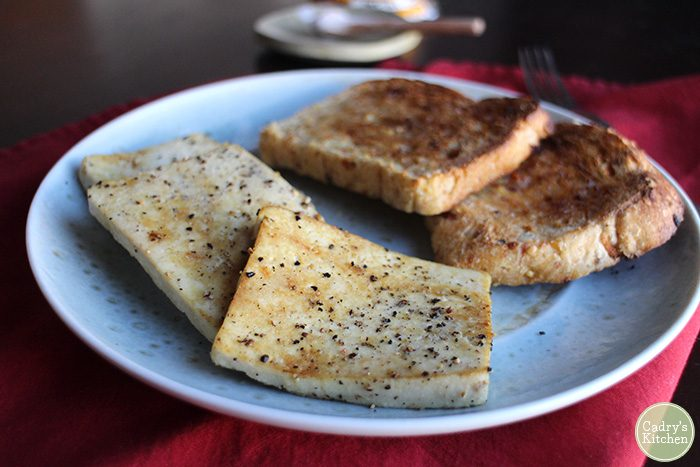 Eggy tofu & toast: A 5 minute vegan breakfast that is packed with protein | cadryskitchen.com