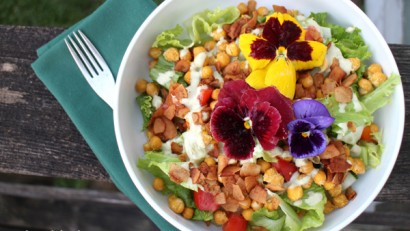 Salad with edible flowers, coconut bacon & roasted chickpeas