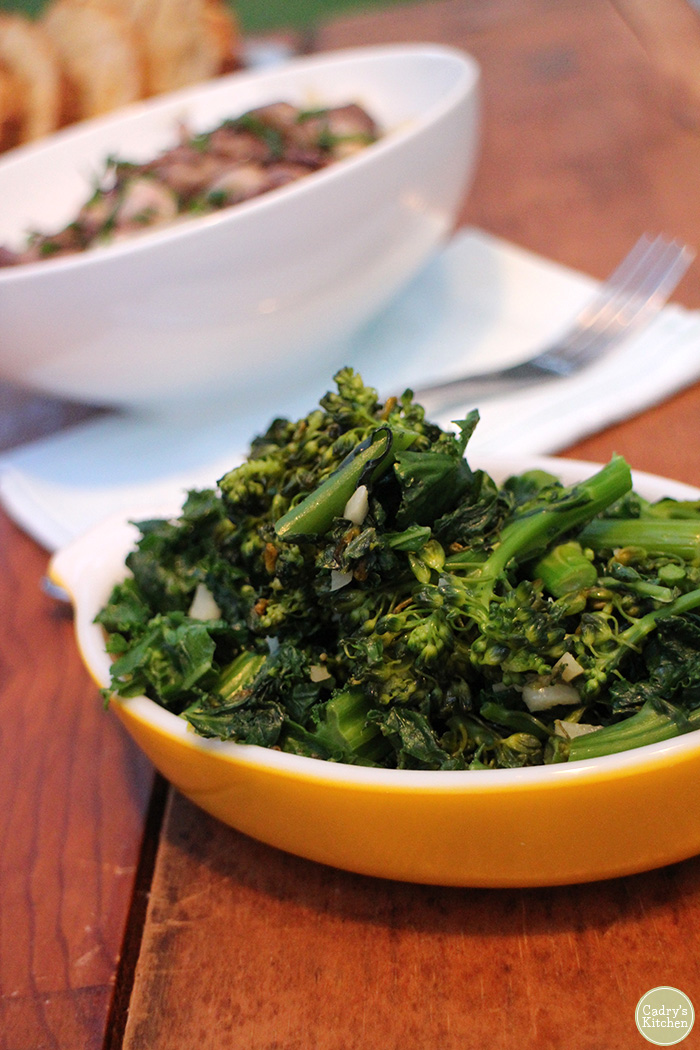 This gluten-free & vegan side dish of sauteed broccolini & kale combines two of my favorite vegetables. It gives some added texture and crunch to your average cooked kale. #vegan #glutenfree #broccolini #kale #sidedish