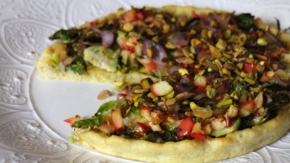 Brussels sprouts on a pizza?  Yep, it's true!  This delicious roasted Brussels sprouts & apple pizza with caramelized onions will convince you!