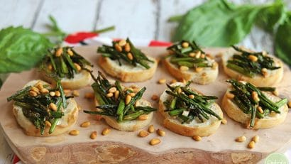 Roasted asparagus appetizer on board.