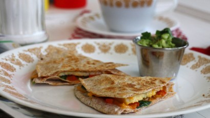 This fast & delicious breakfast is filling & SO GOOD. It's a Denver Omelette Quesadilla and 100% vegan. | cadryskitchen.com