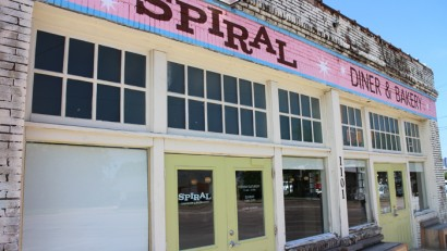 Spiral Diner - an adorable vegan diner in Dallas, Texas | cadryskitchen.com