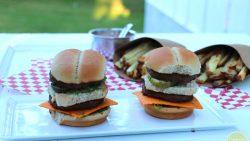Vegan big mac sliders - Mini Macs! Two no beef patties, special sauce, lettuce, non-dairy cheese, pickles, onions on a miniature bun | cadryskitchen.com #vegan #copycat #bigmac