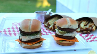 Vegan big mac sliders - Mini Macs! Two no beef patties, special sauce, lettuce, non-dairy cheese, pickles, onions on a miniature bun | cadryskitchen.com #vegan #copycat #bigmac
