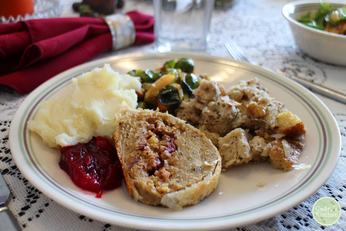 New to veganism? Here are 12 tips to surviving your first vegan Thanksgiving | cadryskitchen.com #vegan #thanksgiving