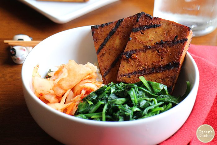 Bulgogi tofu bowl: A Korean-inspired bowl with spicy sweet tofu, kimchi, and sauteed spinach on brown rice. #vegan