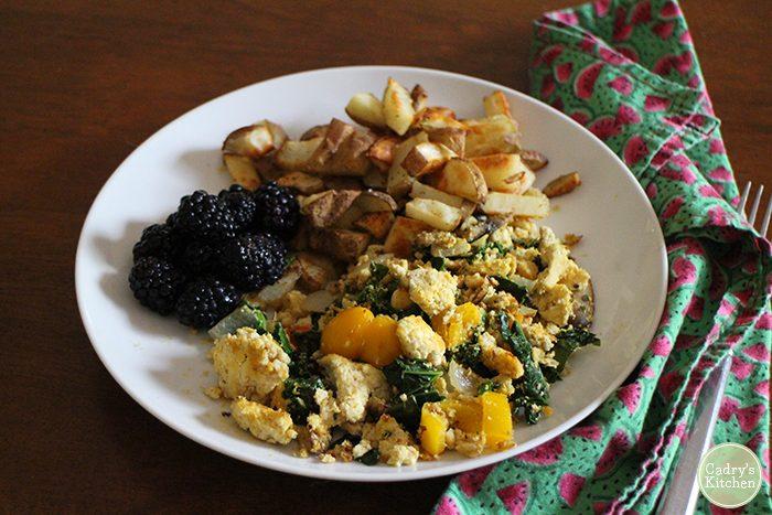 What vegans eat in a day for breakfast, lunch & dinner | cadryskitchen.com