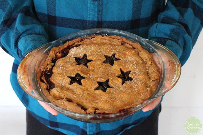 Vegan cherry pie for Thanksgiving | cadryskitchen.com