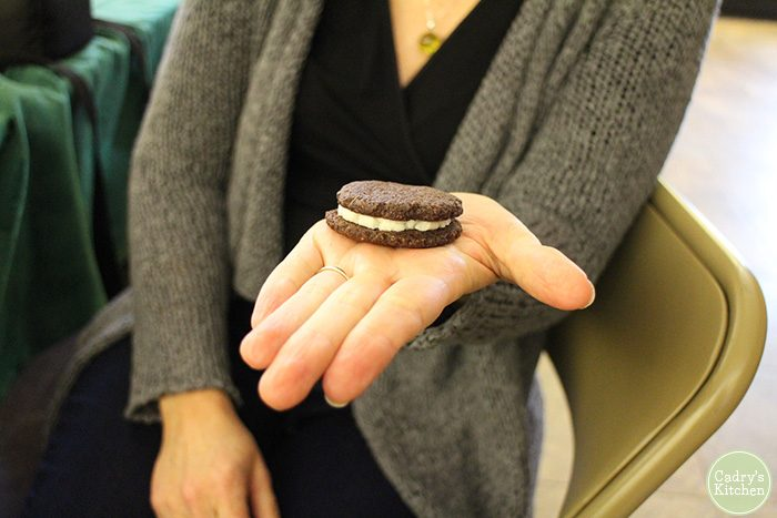 Vegan Oreo Cookie | cadryskitchen.com