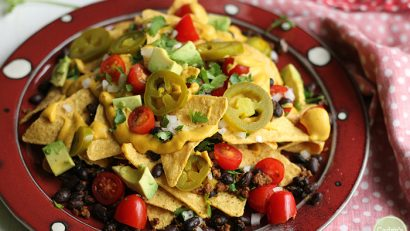 Fully loaded vegan nachos with cashew queso. This creamy, full-bodied queso makes some seriously swoon-worthy vegan nachos. | cadryskitchen.com