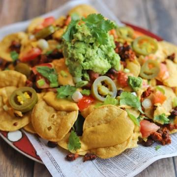 Platter of vegan nachos.