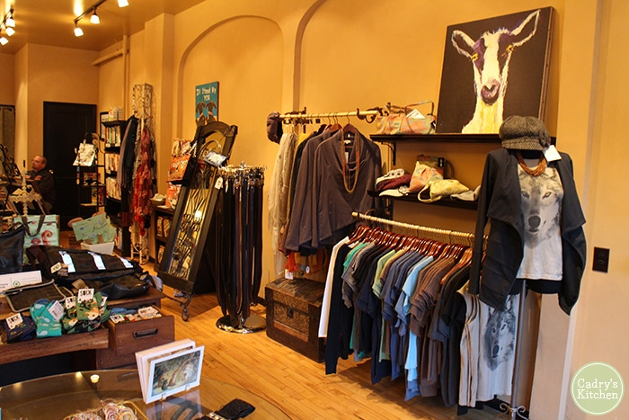Vegan shirts, artwork, and accessories at Ethique Nouveau. Many gifts for vegans.