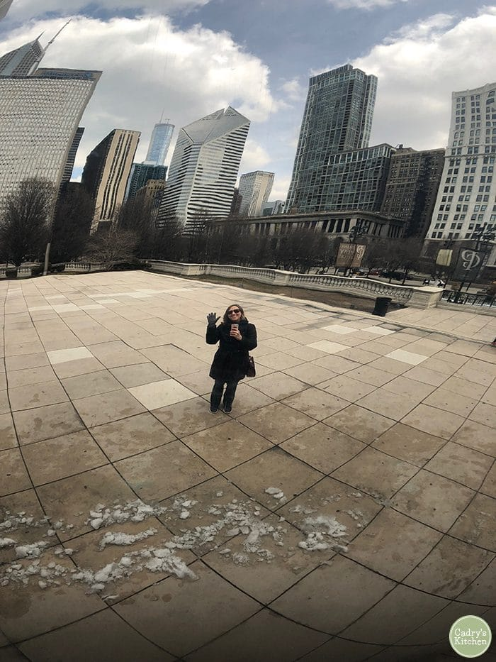 Cadry waving at Cloud Gate in Chicago, Illinois.