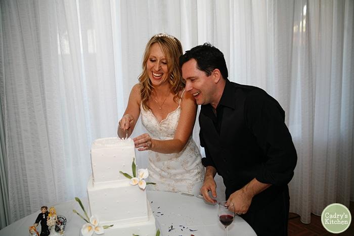 Cadry & David cutting wedding cake.