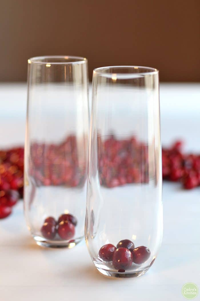 Champagne flues with cranberries & cranberry juice.