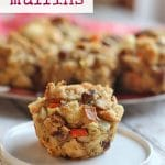 Text: Stuffing muffins. Vegan. Stuffing muffin on small plate.