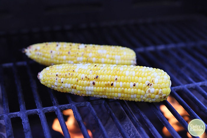 Corn on the cob on an outdoor grill.