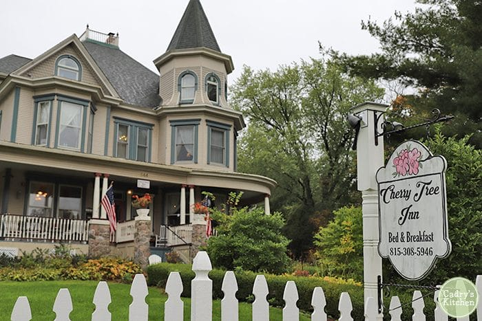 Exterior Cherry Tree Inn Bed & Breakfast in Woodstock, Illinois