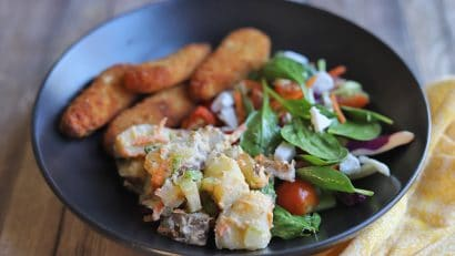 Potato salad with spinach and vegan chick'n strips.